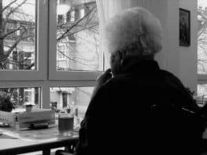elderly with dementia living alone