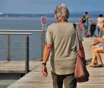 is it scary for seniors to live alone